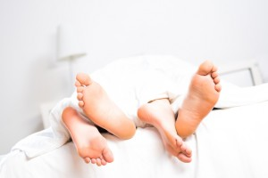 pieds lit calins maman
